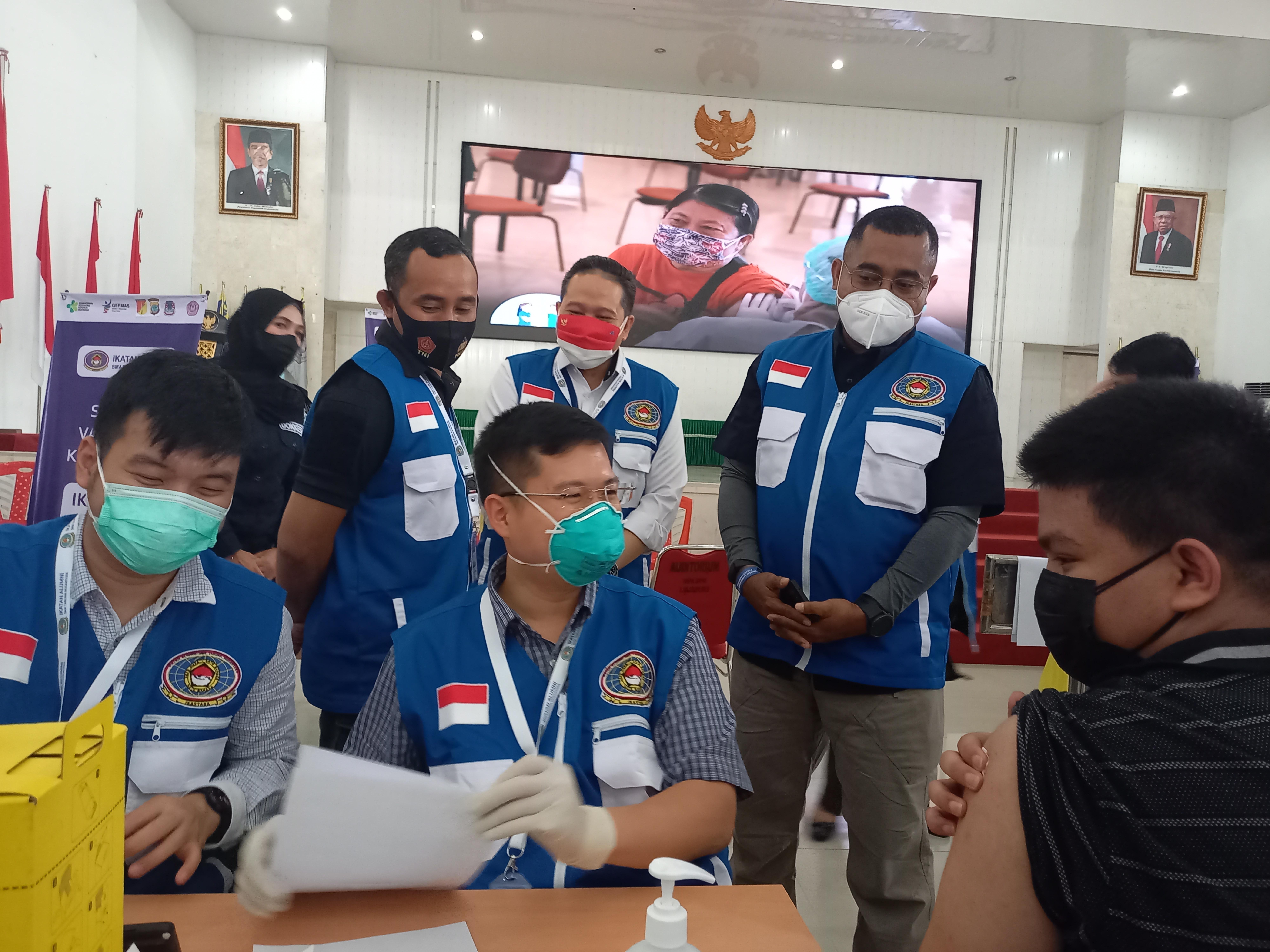IKASTARA Gelar Vaksinasi Massal di Manado Bersama Polda, Kodam dan Unsrat