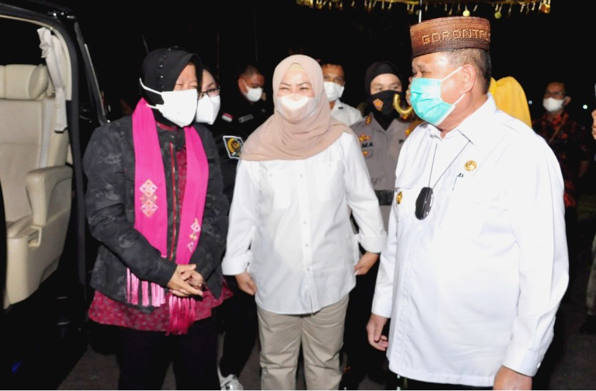 Kunjungi Gorontalo Mensos Tri Rismaharini Disambut Dengan Adat Mopotilolo