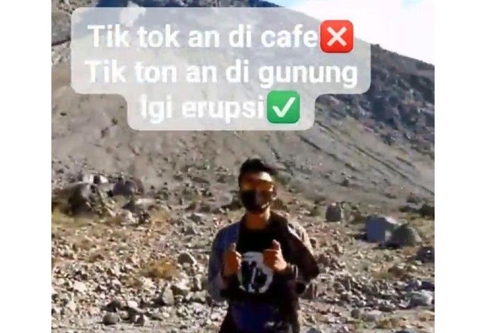 Pria TikTokan di Gunung Merapi yang Lagi Status Siaga