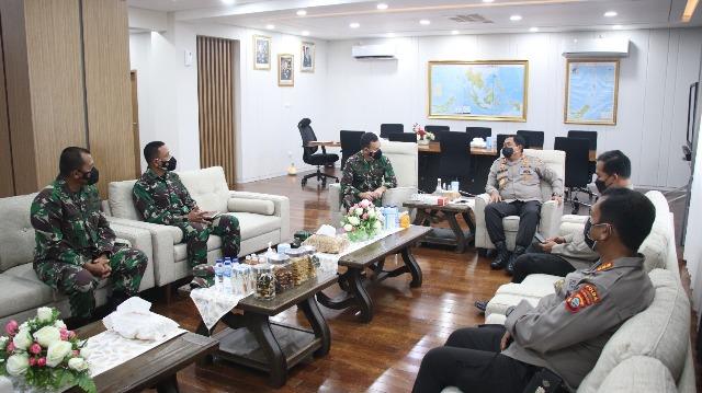 Jalin Hubungan Erat, Pangdam XIII/Merdeka Kunjungi Mapolda Sulawesi Utara