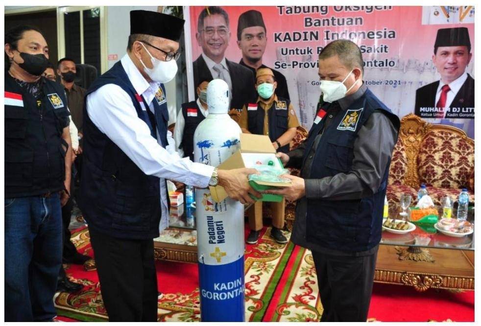 Wagub Idris Rahim Terima Bantuan Tabung  Oksigen KADIN Untuk Seluruh Rumah Sakit di Gorontalo