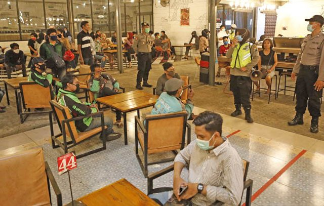 Tim Operasi Yustisi Covid-19 Pemkot Palu, Sulteng Kenakan Denda Rp 2 Juta Bagi Kafe Yang Buka Sampai Larut Malam